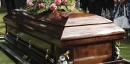 Azubis zur Bestattungsfachkraft wirken auch bei Beerdigungen mit