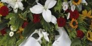 Bestatter kümmern sich auch um die Dekoration bei Beerdigungen