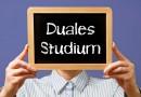 Beim Dualen Studium werden Studium und Berufsleben kombiniert.