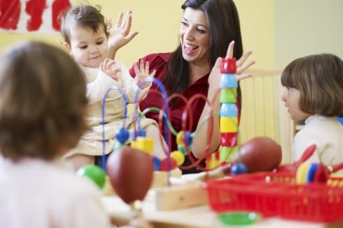 In einer Ausbildung mit Kindern gehört Fürsorge zu den Hauptaufgaben.