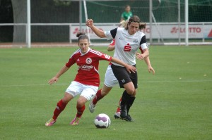 Anja Selenski beim Fussballspielen
